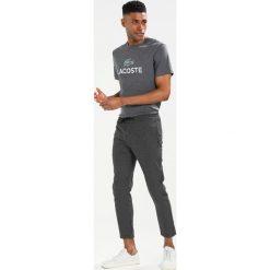 Lacoste Tshirt z nadrukiem grau. Szare koszulki polo marki Lacoste, z bawełny. Za 219,00 zł.