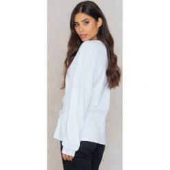 Rut&Circle Bluza z podkreśloną talią Elina - White. Białe bluzy damskie Rut&Circle, w paski, z bawełny. W wyprzedaży za 48,59 zł.