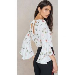Bluzki asymetryczne: NA-KD Boho Bluzka z dekoltem V - White,Multicolor