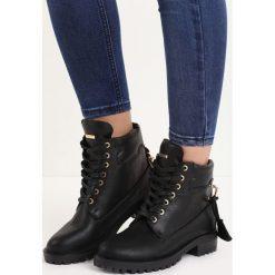 Czarne Botki Love Lock. Czarne buty zimowe damskie marki Born2be, z materiału, z okrągłym noskiem, na obcasie, na sznurówki. Za 89,99 zł.