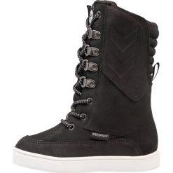 Hummel Kozaki sznurowane black. Czarne buty zimowe damskie marki Hummel, z materiału, na wysokim obcasie. W wyprzedaży za 471,20 zł.