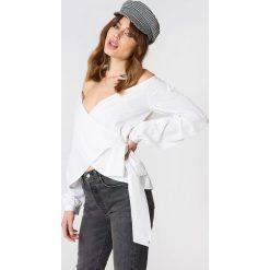 Koszule body: NA-KD Koszula odsłaniająca ramiona - White