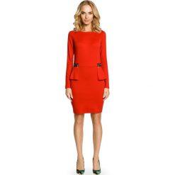 LYRIC Ołówkowa sukienka z baskinką i zamkami - czerwona. Czerwone sukienki balowe Moe, na co dzień, baskinki. Za 99,00 zł.