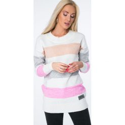 Swetry klasyczne damskie: Sweter w pasy / pudrowy MISC001
