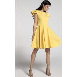 Żółta Rozkloszowana Sukienka z Rękawkiem Typu Motylek. Czarne sukienki balowe marki bonprix, do pracy, w paski, moda ciążowa. W wyprzedaży za 148,71 zł.