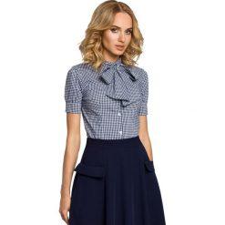 IZABELLA Koszula z kokardą i krótkim rękawem - granatowa. Niebieskie koszule damskie w kratkę marki Moe, z elastanu, eleganckie, z kokardą, z krótkim rękawem. Za 109,99 zł.