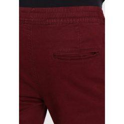 Spodnie męskie: Redefined Rebel DERBY Spodnie materiałowe cordovan
