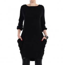 Sukienka w kolorze czarnym. Czarne sukienki marki YULIYA BABICH, xs, z dekoltem w łódkę, midi, proste. W wyprzedaży za 149,95 zł.