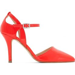 Buty ślubne damskie: Lakierowane czółenka z paskiem
