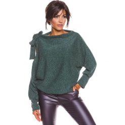 """Sweter """"Pia"""" w kolorze ciemnozielonym. Zielone swetry klasyczne damskie marki 100% Maille, s, z dekoltem w łódkę. W wyprzedaży za 129,95 zł."""