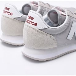 New Balance - Buty WL220RL. Czerwone buty sportowe damskie marki New Balance, z gumy. W wyprzedaży za 239,90 zł.