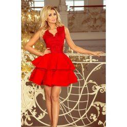 Sukienki: Sabrina – ekskluzywna sukienka z koronkowym dekoltem – CZERWONA