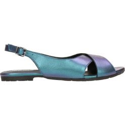 Sandały MOLLY. Niebieskie sandały damskie marki Gino Rossi, w paski, ze skóry, na płaskiej podeszwie. Za 199,90 zł.