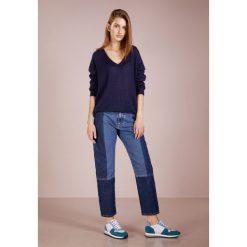 CLOSED Sweter dark night. Niebieskie swetry klasyczne damskie CLOSED, s, z materiału. Za 749,00 zł.