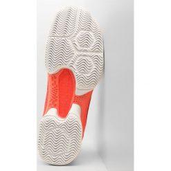 Nike Performance MEN AIR ZOOM ULTRA REACT HC Obuwie do tenisa Outdoor lava glow/black/white. Czerwone buty sportowe męskie Nike Performance, z materiału, na golfa. W wyprzedaży za 440,30 zł.
