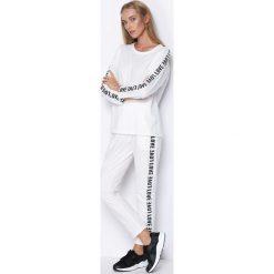 Biały Komplet Dresowy My Loved One. Białe spodnie dresowe damskie Born2be, l, z napisami, z dresówki. Za 44,99 zł.