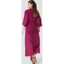 NA-KD Boho Sukienka-płaszcz z szyfonu - Purple. Niebieskie sukienki boho marki NA-KD Boho, na imprezę, w koronkowe wzory, z koronki, na ramiączkach, mini. Za 161,95 zł.