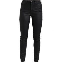 Lee SUPER HIGH WAIST Jeans Skinny Fit coated black. Czarne rurki damskie Lee, z podwyższonym stanem. Za 349,00 zł.