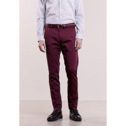 Spodnie męskie: Calvin Klein Chinosy zinfandel