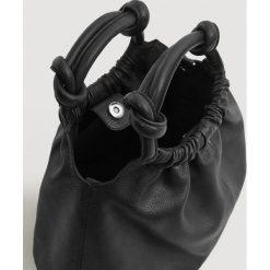 Mango - Torebka skórzana Bombon. Czarne torebki klasyczne damskie marki Mango, w paski, z bawełny, średnie. Za 269,90 zł.