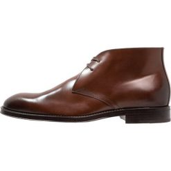 KIOMI Eleganckie buty cognac. Brązowe buty wizytowe męskie marki KIOMI, z materiału, na sznurówki. Za 419,00 zł.