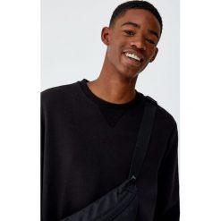 Bluza basic z okrągłym dekoltem. Czarne bluzy męskie rozpinane Pull&Bear, m. Za 59,90 zł.