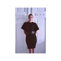 Sukienka Kaja. Czarne sukienki balowe Element, s, w paski, z tkaniny, z klasycznym kołnierzykiem, sportowe. Za 390,00 zł.