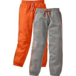 Spodnie dresowe (2 pary) bonprix szary melanż + ciemnopomarańczowy. Brązowe dresy chłopięce bonprix, melanż, z dresówki. Za 75,98 zł.