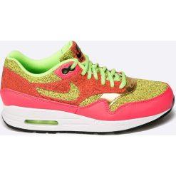 Nike Sportswear - Buty Air Max 1 SE. Różowe buty sportowe damskie marki Nike Sportswear, l, z nylonu, z okrągłym kołnierzem. W wyprzedaży za 299,90 zł.