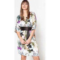 Sukienki hiszpanki: Prosta sukienka midi z kwiecistym nadrukiem i rękawami 3/4