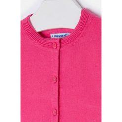 Mayoral - Sweter dziecięcy 98-134 cm. Różowe swetry dziewczęce marki Mayoral, z bawełny, z okrągłym kołnierzem. Za 84,90 zł.