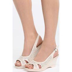 Beżowe Sandały Front of Me. Brązowe sandały damskie marki Born2be, z materiału, na koturnie. Za 79,99 zł.