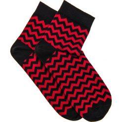 SKARPETY MĘSKIE WE WZORY U11 - CZERWONE. Czerwone skarpetki męskie Ombre Clothing, z bawełny. Za 7,99 zł.