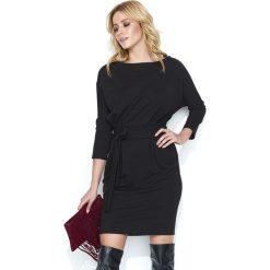 Dresowa Czarna Sukienka Bombka z Kimonowym Rękawem. Czarne sukienki dresowe marki Molly.pl, na spotkanie biznesowe, l, w paski, z dekoltem w łódkę, bombki. Za 129,90 zł.