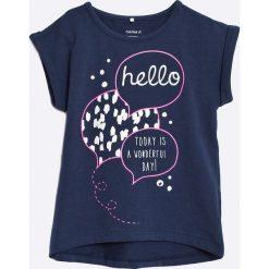 Name it - Top dziecięcy 92-128. Niebieskie bluzki dziewczęce Name it, z nadrukiem, z bawełny, z okrągłym kołnierzem. W wyprzedaży za 39,90 zł.