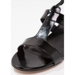 Corte Della Pelle Sandały nero. Czarne sandały damskie Corte Della Pelle, z materiału. W wyprzedaży za 503,40 zł.