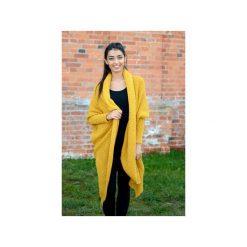 Musztardowy sweter damski, długi asymetryczny kardigan, sweter damski na zime, gruby sweter asymetryczny. Żółte kardigany damskie marki ekoszale, ze splotem. Za 189,00 zł.