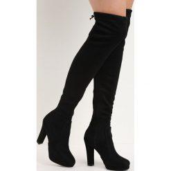 Czarne Kozaki Pretty Hurts. Czarne buty zimowe damskie marki Kazar, z futra, przed kolano, na wysokim obcasie, na koturnie. Za 69,99 zł.