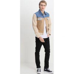 Wrangler by Peter Max WESTERN Kurtka jeansowa khaki mix. Niebieskie kurtki męskie jeansowe marki Reserved, l. Za 1009,00 zł.
