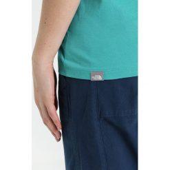 The North Face EASY Tshirt z nadrukiem türkis/dunkelblau. Różowe topy sportowe damskie marki The North Face, m, z nadrukiem, z bawełny. Za 129,00 zł.