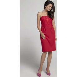 Czerwona Koktajlowa Sukienka o Fasonie Tuby z Odkrytymi Ramionami z Koronką. Niebieskie sukienki balowe marki Reserved, z odkrytymi ramionami. W wyprzedaży za 102,21 zł.