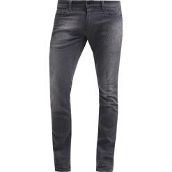 GStar REVEND SUPER SLIM Jeans Skinny Fit slander grey superst. Czerwone jeansy męskie relaxed fit marki G-Star, l, z napisami. W wyprzedaży za 344,25 zł.