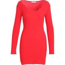 Sukienki: Czerwona Sukienka Association