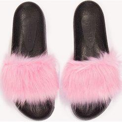 Kapcie damskie: NA-KD Shoes Kapcie Fluffy – Pink