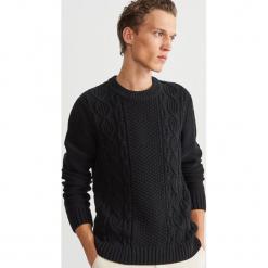 Sweter z ozdobnym splotem - Czarny. Czarne swetry klasyczne męskie Reserved, l, ze splotem. Za 159,99 zł.