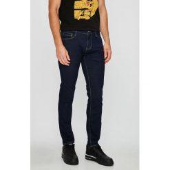 Mustang - Jeansy Oregon. Czarne jeansy męskie z dziurami marki Mustang, l, z bawełny, z kapturem. W wyprzedaży za 219,90 zł.
