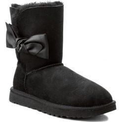 Buty UGG - W Daelynn 1019983  W/Blk. Szare buty zimowe damskie marki Ugg, z materiału, z okrągłym noskiem. Za 969,00 zł.