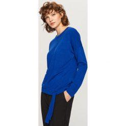 Sweter z wiązaniem na dole - Niebieski. Niebieskie swetry klasyczne damskie Reserved, l. Za 49,99 zł.
