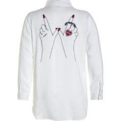 Kaporal AVILA Koszula white. Białe koszule chłopięce Kaporal, z materiału. W wyprzedaży za 156,75 zł.