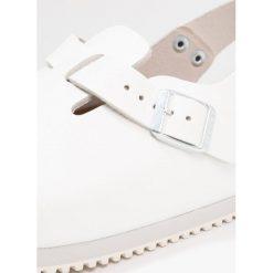Birkenstock TOKIO Kapcie white. Białe kapcie damskie Birkenstock, z materiału. W wyprzedaży za 383,20 zł.